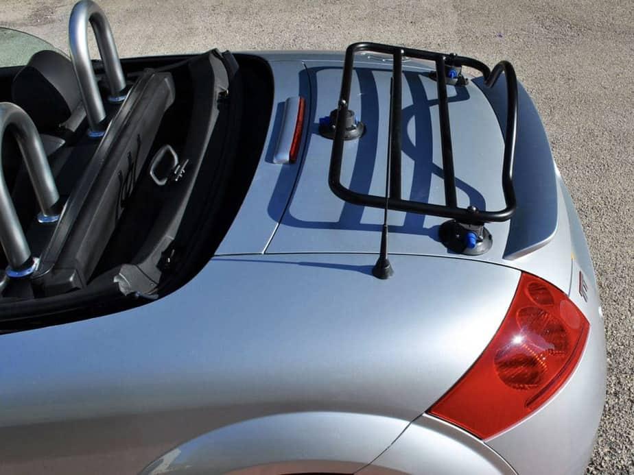 porte-bagages revo-rack en noir monté sur un audi tt roadster argenté