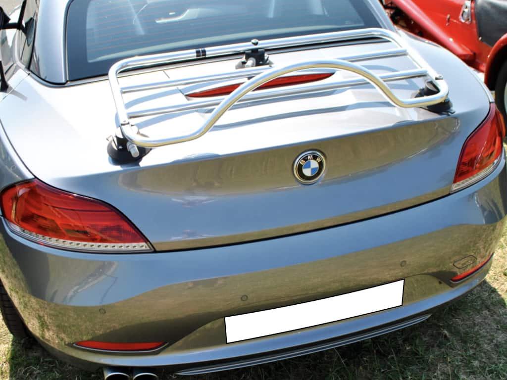 Silber BMW Z4 E89 mit einem Edelstahl-Gepäckträger montiert