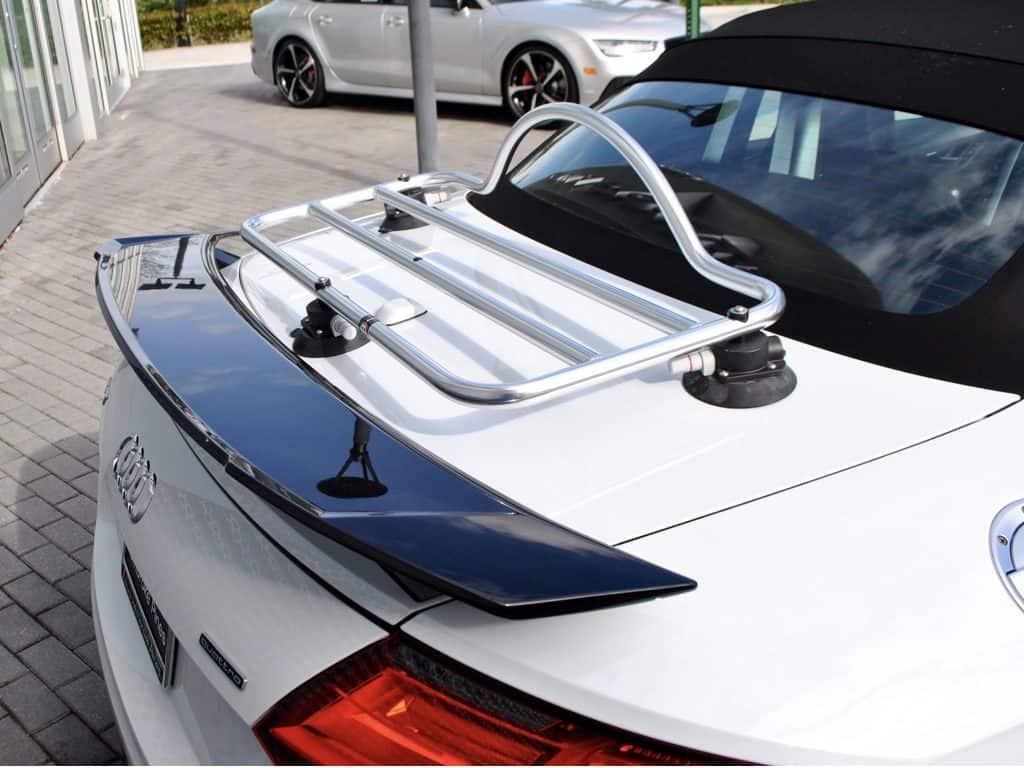 audi tt roadster porte-bagages typ 8s monté sur un tt blanc