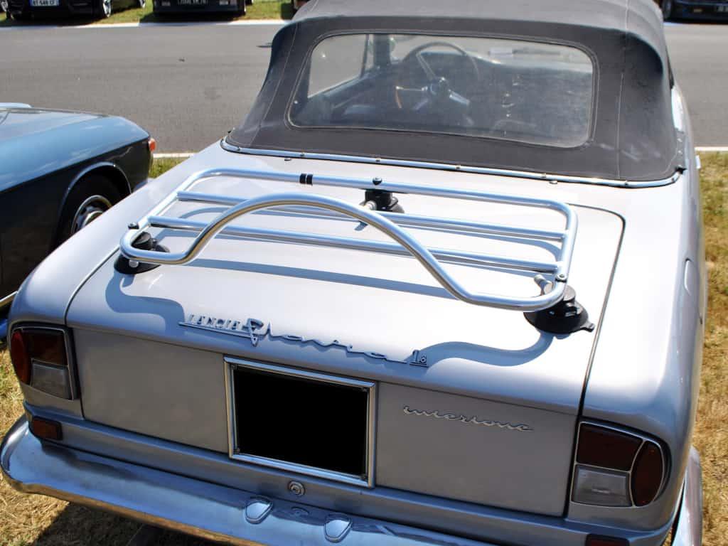 Lancia Cabrio mit einem Edelstahl-Gepäckträger