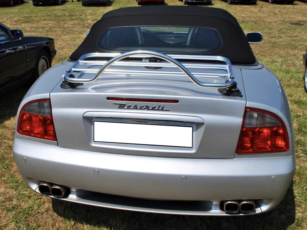 Maserati Cabrio mit einem Edelstahl-Gepäckträger