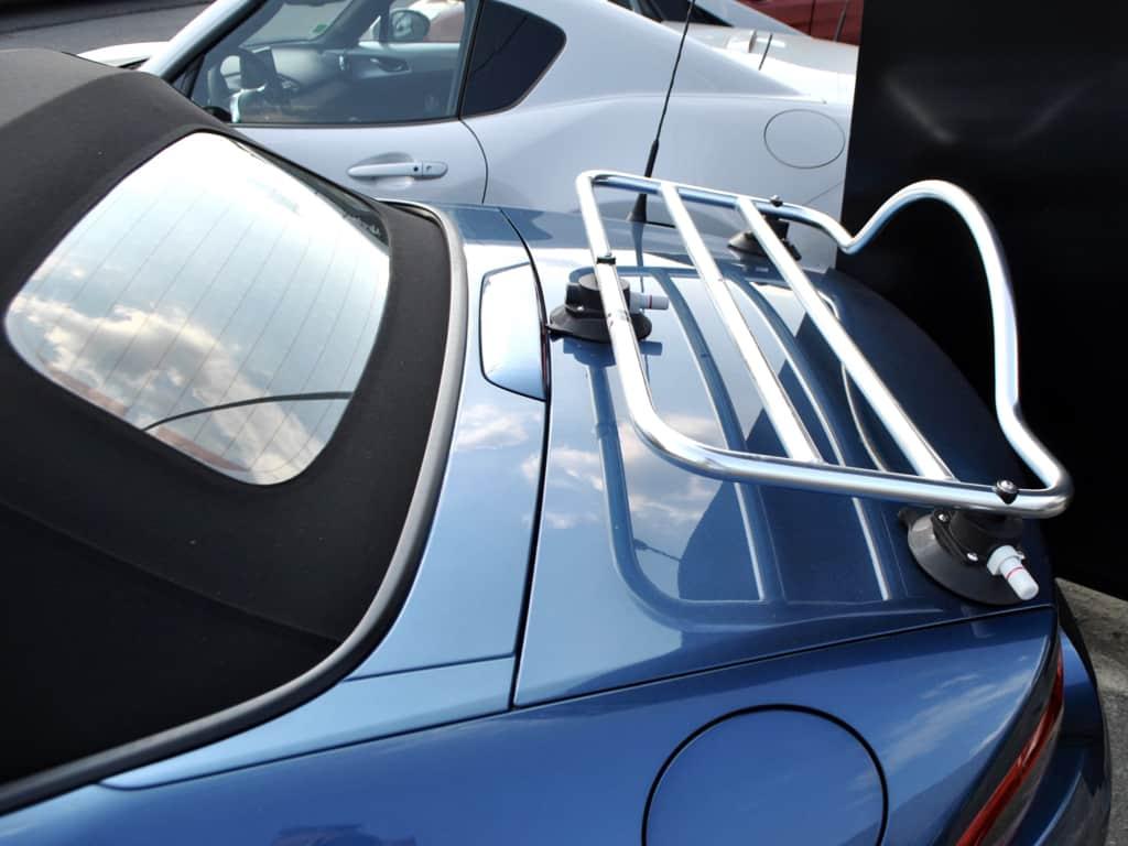 mazda bleu mx5 nd mk4 avec porte-bagages en acier inoxydable monté