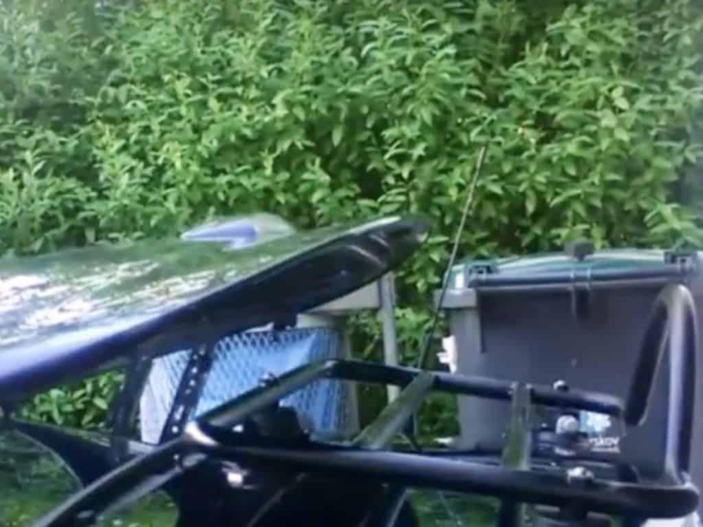Fonctionnement sur le toit du Roadster Coupe mx 5nc avec le porte-bagages revo rack monté comme indiqué