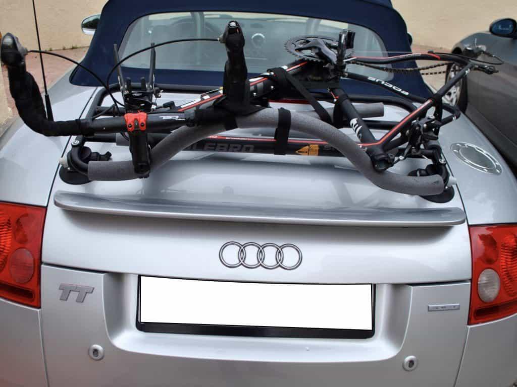 Porte-bagages Revo-Rack pour cabriolet avec un vélo monté sur un audi tt