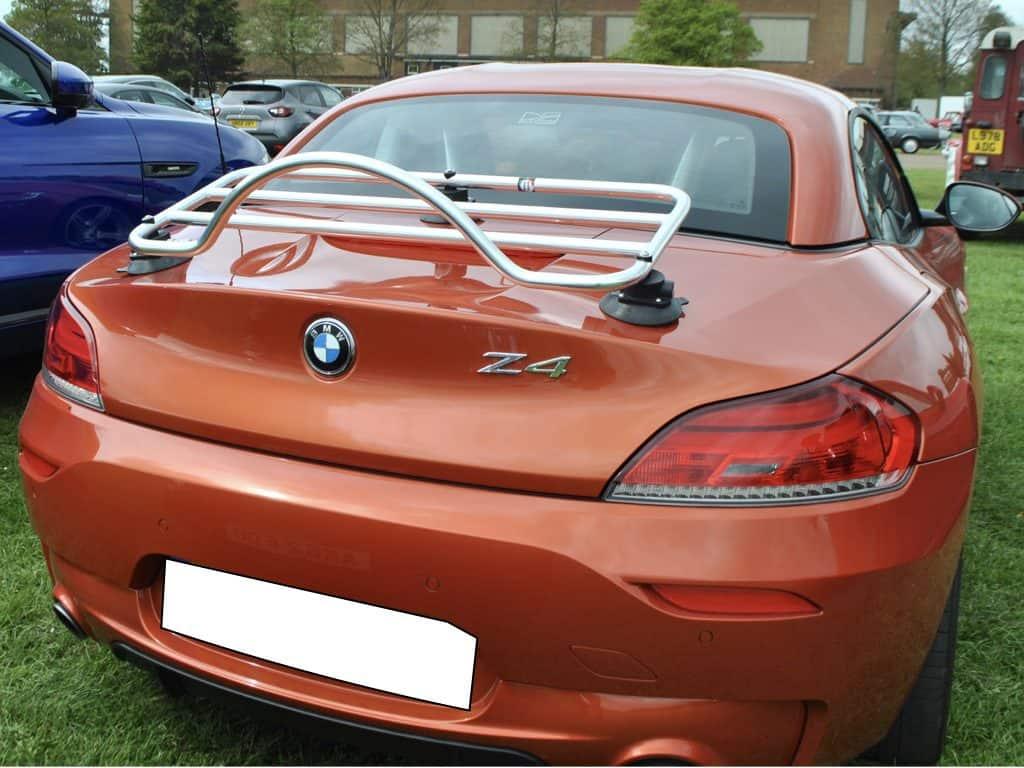orange BMW Z4 E89 avec un porte-bagages intégré
